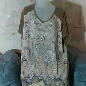 Plus size 2x top. Tans, white, grey. KIM Rogers
